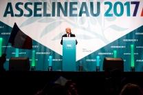 François Asselineau, candidat de l'UPR, lors de son meeting à l'Event Center de la Villette, Paris, le 23 mars 2017