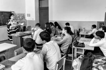 A l'école du village, 230 élèves sont scolarisés, du CP à la terminale. L'enseignement général s'appuie sur des méthodes pédagogiques classiques, organisé dans une relation unilatérale professeur/élèves.