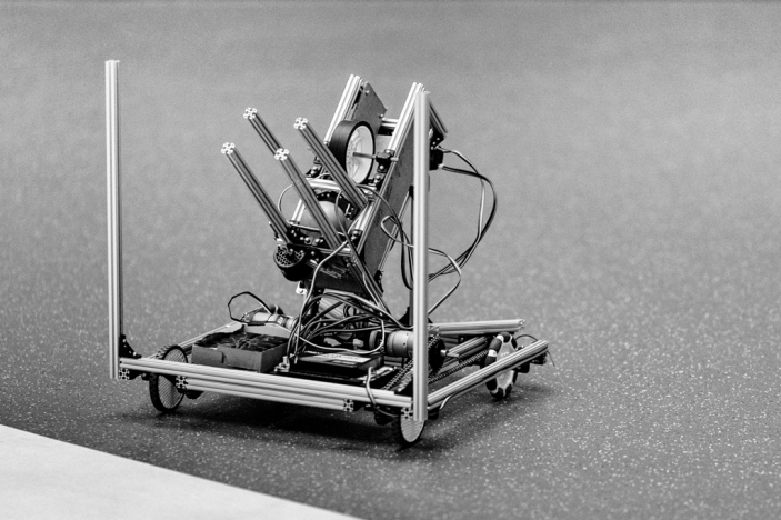 Il leur reste trois jours pour finaliser le robot qu'ils présentent en compétition, à Dubaï.